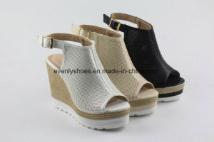 Peep Toe Platform Sandal Women Shoes with Wedge Design pictures & photos