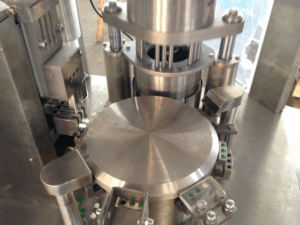 Ce Certified Pharmaceutical Machinery Hard Capsule Filling Machine pictures & photos