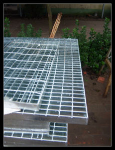 Standard Size Hot DIP Galvanized Platform Steel Grates pictures & photos