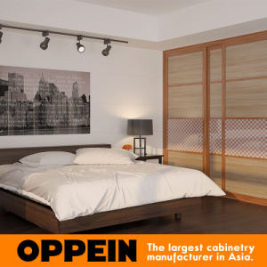 Wood Grain Sliding Bedroom Wardrobe with Lattice Glass Waist (YG16-M11) pictures & photos