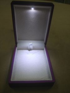 Purple Rubber Paint LED Jewelry/Necklace Plastic Box pictures & photos