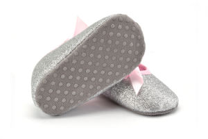 Wholesale New Design Soft Soles Princess Baby Shoes Indoor Toddler Leisure Shoes pictures & photos