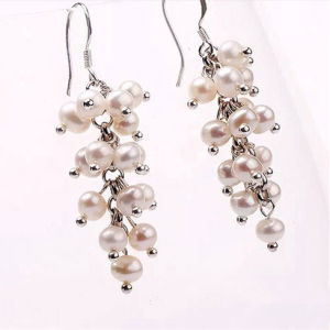 Freshwater off Round Pearl Beads Hook Earrings pictures & photos