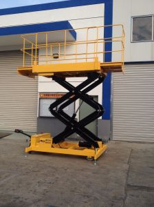 Construction Machinery Mobile Scissor Lift (Max Height 7m) pictures & photos