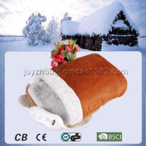 Winter Using Healthcare Electric Foot Warmer for Warming Your Feet pictures & photos