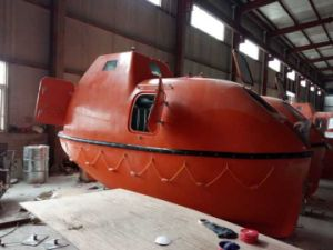 10-120 Persons Solas Totally Enclosed Lifeboat with Davit pictures & photos
