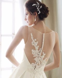V-Neck Satin Ball Gown Beaded Pleated Custom 2018 Wedding Dresses Z5052 pictures & photos