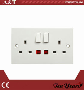 CE Approved 3-Feet Square Electrical 13 AMP Switched Socket pictures & photos