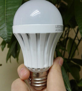 Cool White 900lm 9W Rechargeable LED Bulb with High Quality pictures & photos