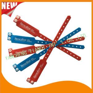 Custom Entertainment Vinyl Plastic Wristbands Bracelet Bands (E6060B6) pictures & photos