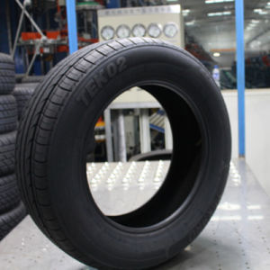 UHP High Quality Car Tyre 215/45r17 of Radial Tyre pictures & photos