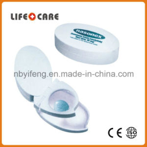 Plastic Puncher Pillbox Suitable for Home and Travel Use pictures & photos