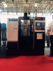 High-Precision Small-Scale Desktop Drilling and Milling Machine (XH7132A) pictures & photos