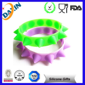 2015 Personalized Shape Silicone Rubber Wristband pictures & photos