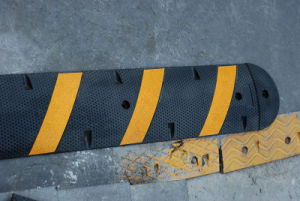 6feet Recycled Rubber Speed Hump (CC-B10) pictures & photos