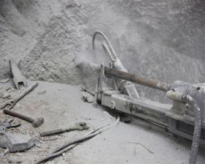 Down The Hole Drill Machine for Drilling Wire Introducing Hole in The Stone Quarry pictures & photos