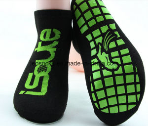 Customized Anti Slip Trampoline Socks Yoga Socks Factory with Low Price pictures & photos