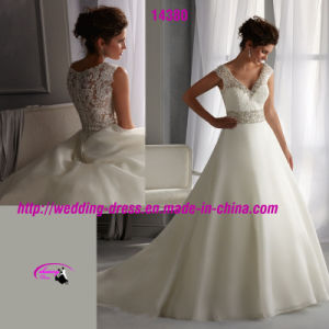 Princess Beading Gwons Dress Wedding with V-Neckline and Buttons pictures & photos