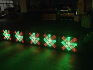 Red Cross & Green Arrow Traffic Light for Driveway Safety pictures & photos