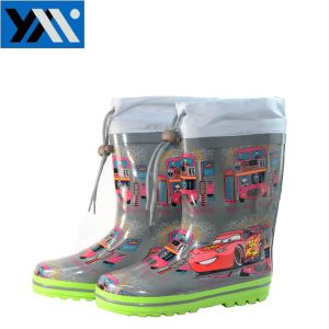 Waterproof Natural Rubber Kids Rain Boots with Cartoon Patterns pictures & photos