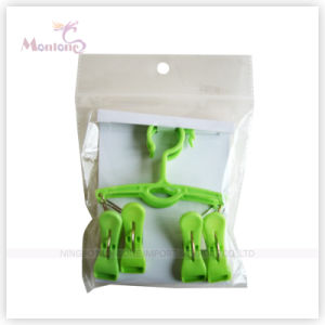 Foldable Plastic Clothes Hanger with 4 Pegs pictures & photos
