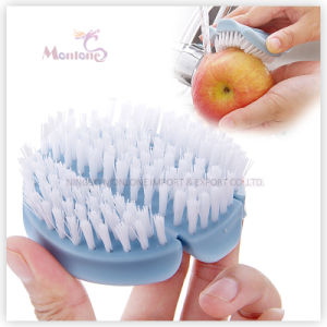 Kitchen Cleaning Tool PP Bendable Vegetable/Fruit Brush 8.5*3cm pictures & photos