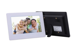 7inch LCD WiFi Digital Photo Frame Network Advertising Machine (A7002) pictures & photos