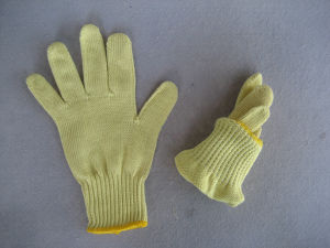 7g Five Aramid Yarn Cut Resistance Knitted Glove-2306-4 pictures & photos