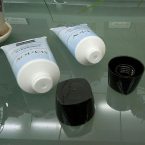 Facial Cleanser Cosmetic Plastic Tube with Special Hot Stamping pictures & photos