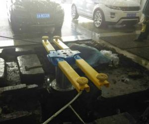 Single Post Car Lift/One Post Car Lift for Car Washing pictures & photos