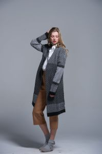 Ladies Sweater Coat Wool Acrylic Cardigan Warm Autumn Winter pictures & photos
