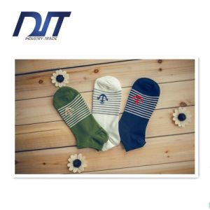 Custom Design Gradient Stripes Sports Socks Shallow Socks Men Socks pictures & photos