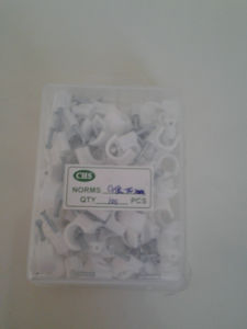 White Circle Nail Clips in Crystal Plastic Box pictures & photos