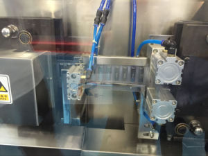 Ggs-118 P5 10ml Pesticide PVC Bottle Automatic Filling Sealing Machine pictures & photos