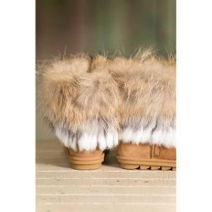 Women′s Sheepskin Boots with Raccoon Fur Trim and Rabbit Fur pictures & photos