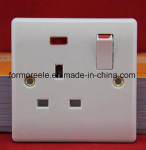 13A British Wall Switched Socket +Neon/Eurpean Wall Switched Socket pictures & photos