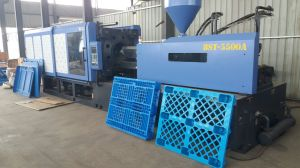 Plastic PC/PE Bottle Extrusion Injection Molding Machine pictures & photos