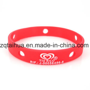 2017 Promotional Ink Filled Silicon Wristband pictures & photos