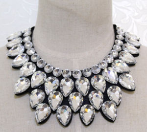 Lady Fashion New Waterdrop Crystal Collar Necklace Costume Jewelry (JE0184) pictures & photos
