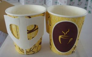 Wholesale Disposable Coffee Paper Cups with Handle 7oz pictures & photos