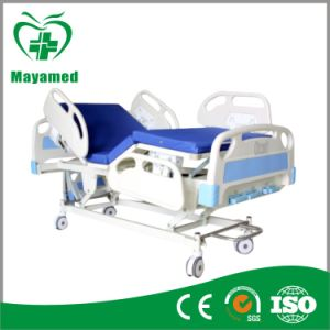 My-R006 Hospital Three-Crank Lifting Medical Treatment Bed pictures & photos
