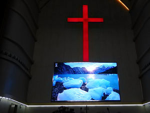 P4 Full Color Indoor LED Advertising Display pictures & photos
