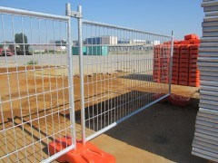 Welded Mesh Type Temporary Fence Panels pictures & photos