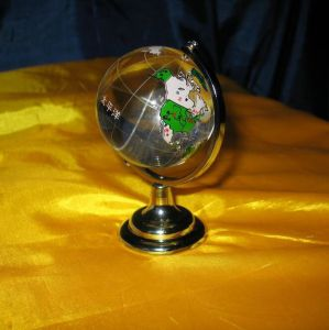 Custom Colorful Glass Globe for Business Gift pictures & photos