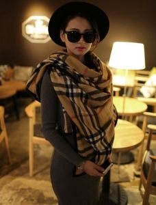 Latest Design Acrylic Knitted Plaid Poncho Shawl pictures & photos