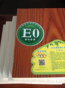 E0 Grade High Glossy Melamine Plywood pictures & photos