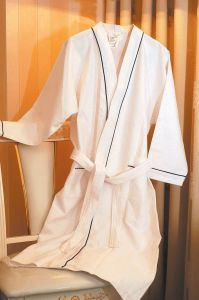 Bathrobe (SDF D007) pictures & photos