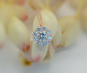 925 Sterling Silver Shining Pendant with Multiple White CZ pictures & photos