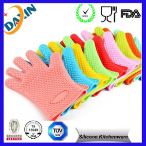 2015 Heat Resistant Silicone BBQ Gloves Cooking Oven Gloves pictures & photos