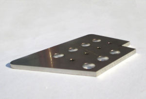 Metal Fiber Laser Cutting Machine 500W Raycus Laser pictures & photos